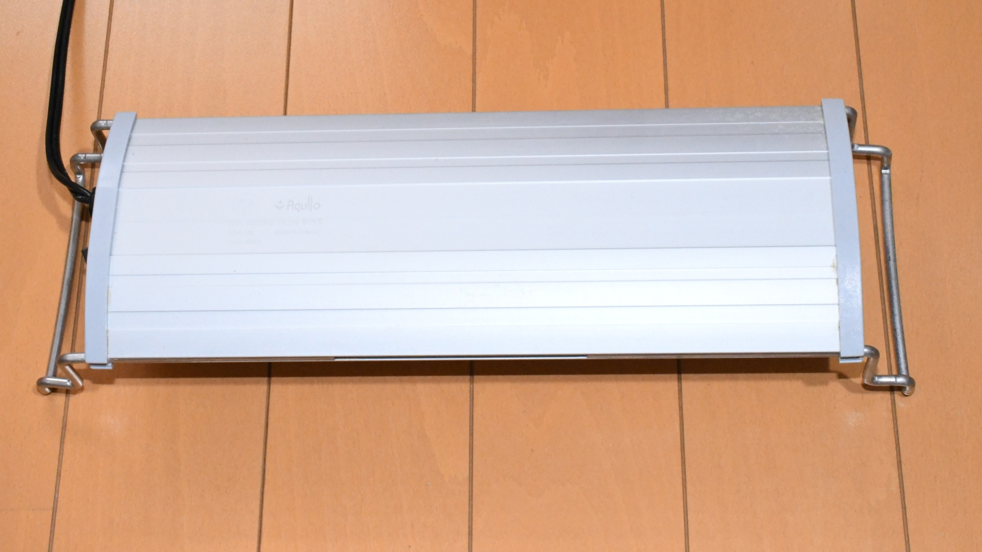 アクア製品紹介:お値段そこそこで明るい照明 アクロOVAL LED BRIGHT 300